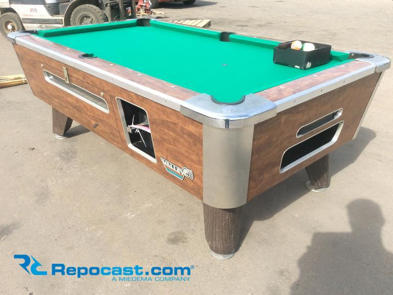 Repocastcom Valley Coin Operated Pool Table With A Set Of - Valley coin operated pool table
