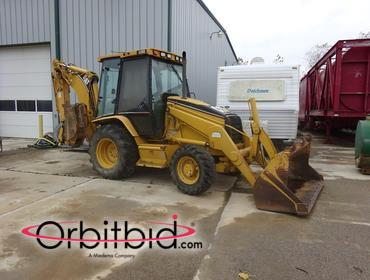 2002 Caterpillar 420 Backhoe Loader, WROPS, diesel engine, 4x4, 1.25-cubic yard BOCE general...