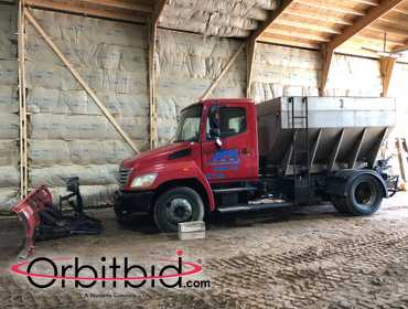 (1) 2006 Hino salt plow truck, 171,658 miles, Hino diesel engine, Auto Transmission, Buyers 4007...