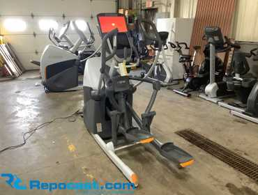 Octane Fitness XT One Commercial Elliptical Cross Trainer