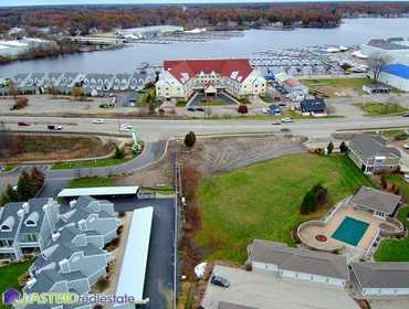 12 Condo Unit Lots and 6 Boat Slips on the Grand River in Spring Lake, MI