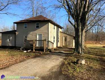 Single Family Home and Outbuildings in Deford, MI