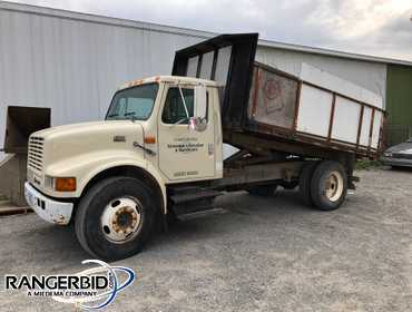 1998 International 4700 Truck, single axle, flatbed with removable sides, DT466E diesel engine,...