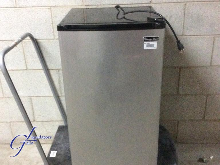 Gallo Liquidators Magic Chef 44 Cu Ft Mini Refrigerator